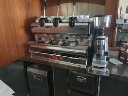 Macchina del caffè Mazzer e bancone bar pasticceria - Lotto 1 (Asta 3652)