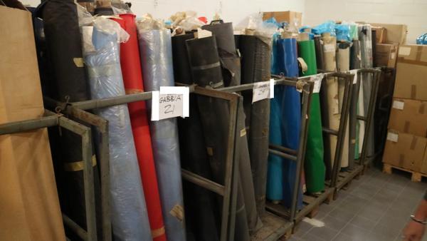 1#3671 Gabbie in ferro e rotoli di PVC