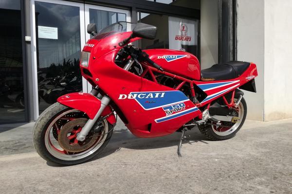 4#3672 Moto Ducati Sport 750