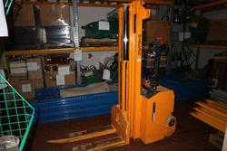 Pimespo forklift and box office - Lot 1 (Auction 3673)