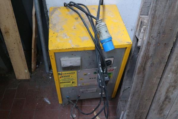 Immagine n. 33 - 1#3673 Muletto Pimespo e monoblocco ad uso ufficio