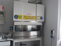 AKTA Purifier FPLC and Asalair Atlantic laminar flow hood - Lot 10 (Auction 3675)