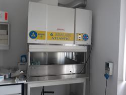 AKTA Purifier FPLC and Asalair Atlantic laminar flow hood - Lote 10 (Subasta 3675)