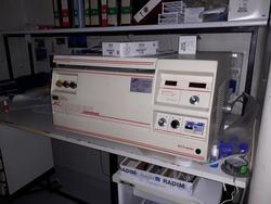 ALC centrifuge and Leitz microscope - Lote 7 (Subasta 3675)