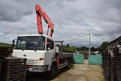 Truck Nissan with crane - Lot 2 (Auction 3679)