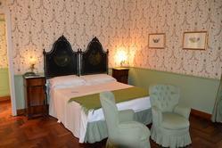 Luxury hotel furnishings - Lot  (Auction 3680)