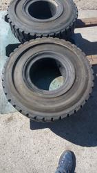 Tires for forklift - Lot 27 (Auction 3695)