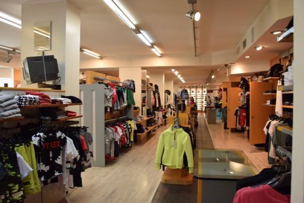 3 - 1 3698 Cessione di azienda dedita alla vendita di abbigliamento ... 7d2f7ba510e