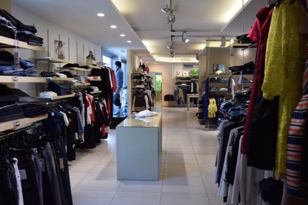 8 - 1 3698 Cessione di azienda dedita alla vendita di abbigliamento ... f7348c9bf1c