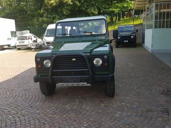 28#3715 Autoveicolo Land Rover Defender