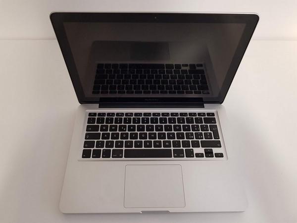 25#3717 Macbook Pro