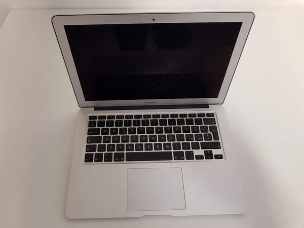 59#3717 Macbook Air