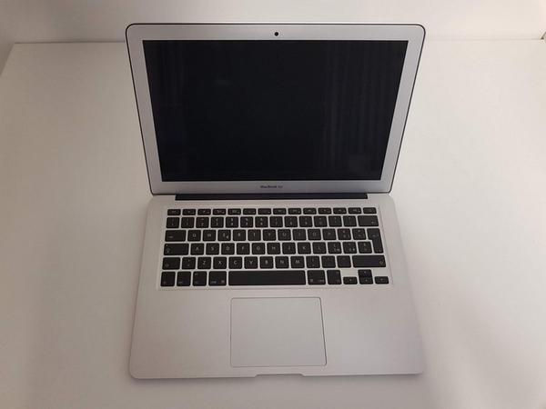 68#3717 Macbook Pro