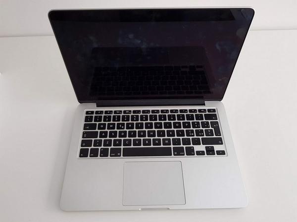 79#3717 Macbook Pro