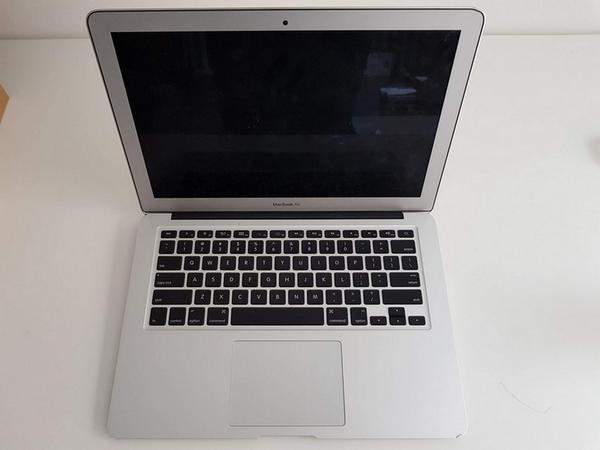 89#3717 Macbook Air