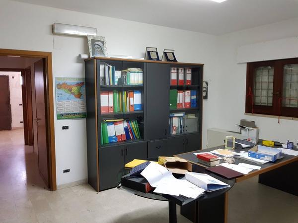 1#3729 Arredi ufficio e scaffalatura