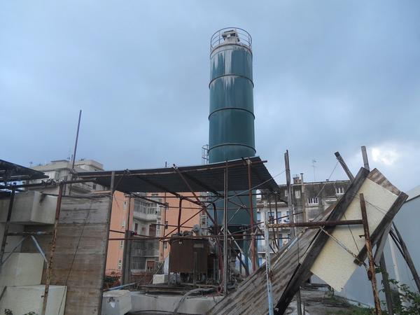 4#3802 Silos di Stoccaggio e tubi per irrigazione
