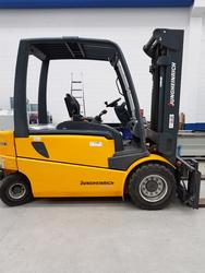 Jungheinrich forklift and OM lane carriages - Lote  (Subasta 3812)