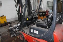 Caterpillar and Linde forklifts - Lot 13 (Auction 3821)