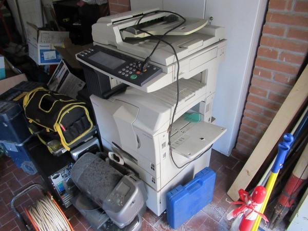 Immagine n. 1 - 2#3845 Arredi e attrezzature elettroniche da ufficio