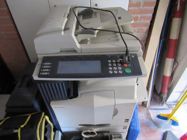 Immagine n. 2 - 2#3845 Arredi e attrezzature elettroniche da ufficio