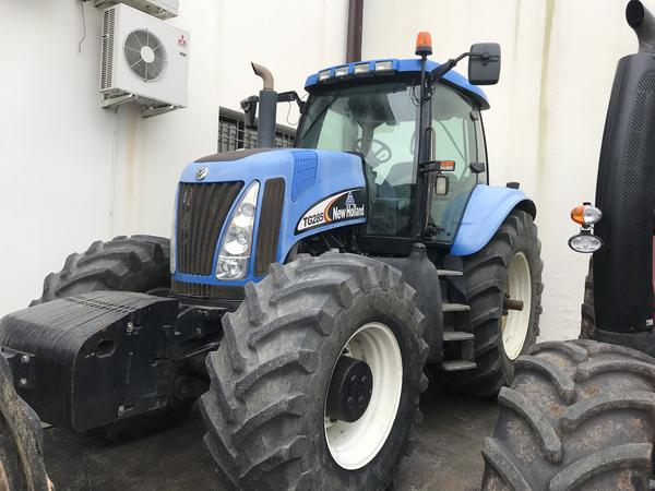 10#3850 Trattore New Holland TG285