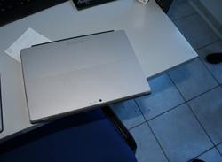 Tablet Windows Surface e scaffalatura - Lotto 3 (Asta 3851)