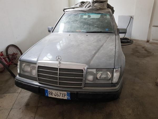 6#3865 Autoveicolo Mercedes 200 E