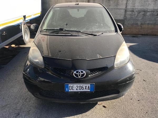 Immagine n. 2 - 1#3868 Autocarro Iveco e automobile Toyota Aygo