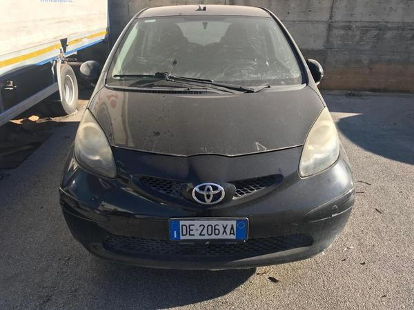 Immagine n. 21 - 1#3868 Autocarro Iveco e automobile Toyota Aygo