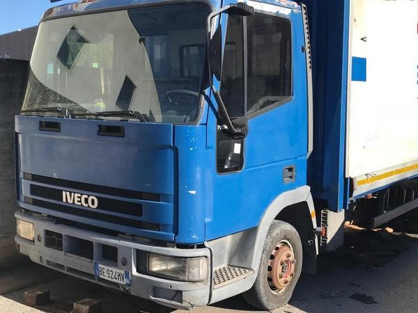 Immagine n. 81 - 1#3868 Autocarro Iveco e automobile Toyota Aygo