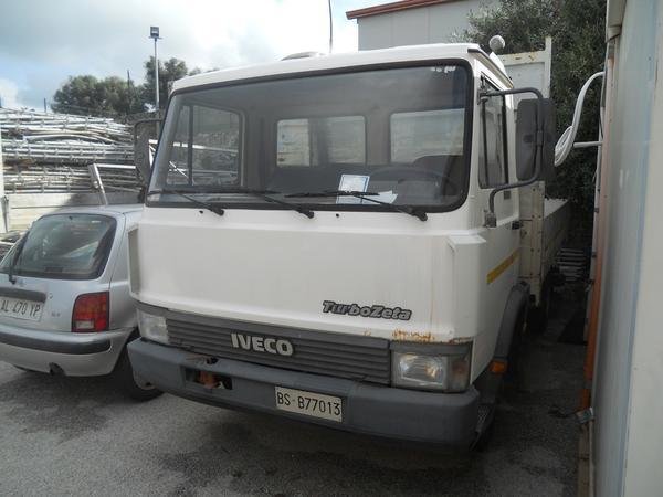 21#3897 Autocarro Iveco