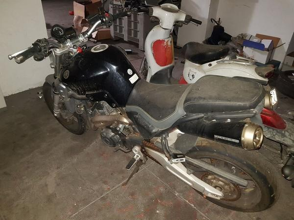 Lot Kia Rio and Yamaha motorcycles