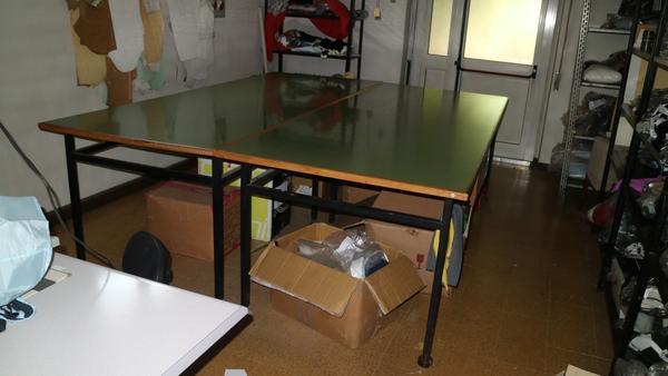 2#3920 Tavoli da taglio e scaffalature