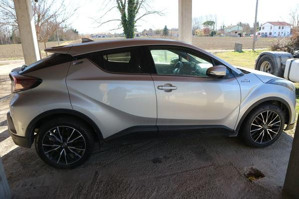 3#3932 Automobile Toyota C-HR