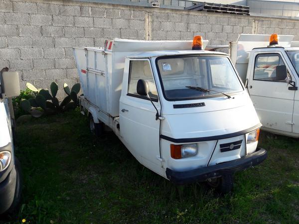 8#3938 Motocarro Piaggio Ape Car