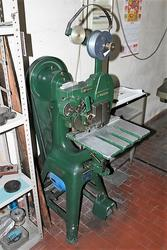 Vaggelli sewing machine - Lot 43 (Auction 3985)