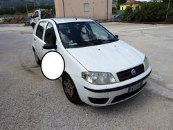 Automobile Fiat Punto