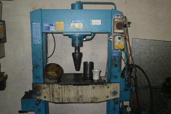 34#3998 Pressa idraulica OMCN