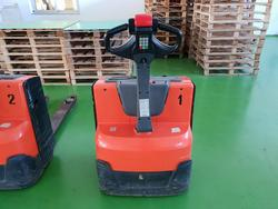 Pallet truck and accumulator - Lot 6 (Auction 4009)