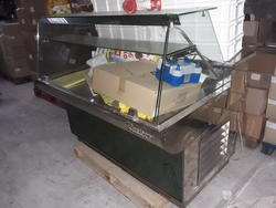 Refrigerated display case - Lot 6 (Auction 4020)