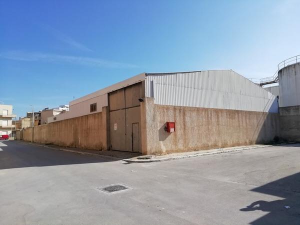 1#4025 Cessione di capannone industriale e di licenza doganale