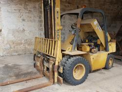 Caterpillar forklift - Lot 11 (Auction 4037)