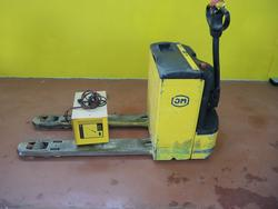 OM Electric pallet truck - Lot 17 (Auction 4084)