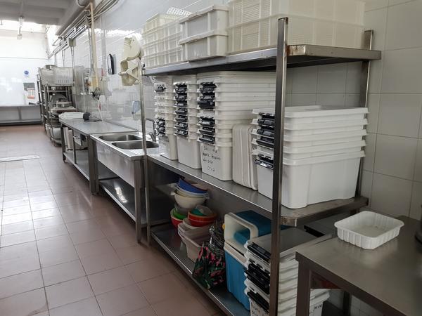 6#4092 Attrezzature per cucine industriali e scaffalatura