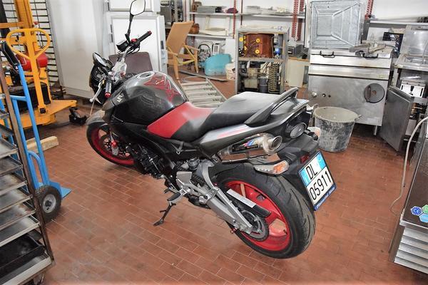 2#4160 Motociclo Suzuki 600