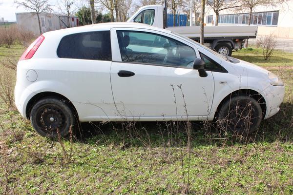 39#4176 Autocarro Fiat Punto Van