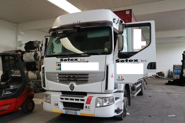 58#4225 Autocarro Renault Trucks Prem