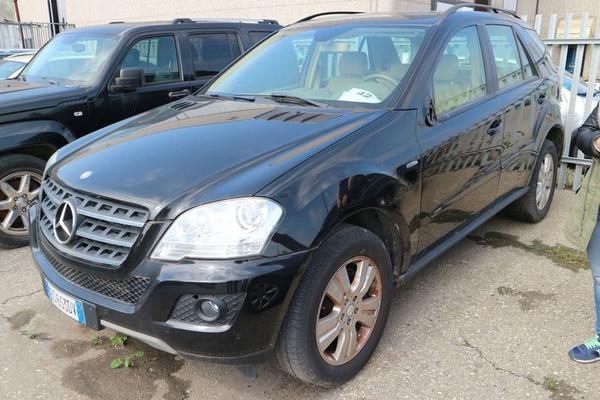 12#4227 Mercedes ML300