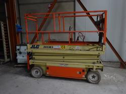 JLG platform - Lot 15 (Auction 4228)